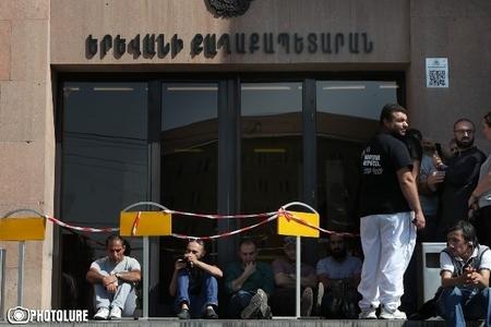 Yerevan meriyasının önündə etiraz aksiyası keçirilir
