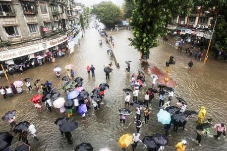 Hindistanda bir aydır davam edən leysan yağışları 511 nəfərin ölümünə səbəb olub