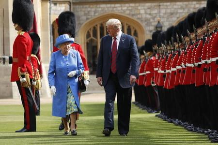 Kraliça II Elizabet Trampı Britaniyaya dəvət edib
