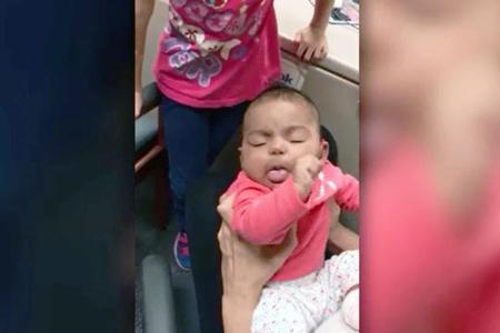 Anasının səsini ilk dəfə eşidən körpənin reaksiyası - Video