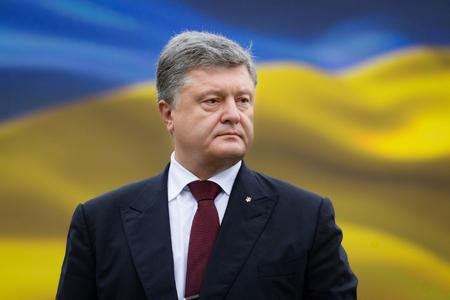 Poroşenko Rusiya bayrağının bütün dünyada qadağan olunmasını təklif edib