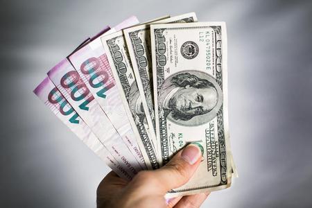Dollar bu gün neçəyə olacaq? - RƏSMİ MƏZƏNNƏ