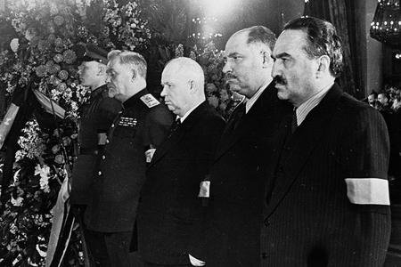 Ötən əsrin ən böyük sirri – Stalin öz əcəli iə ölüb, yoxsa onu öldürüblər?