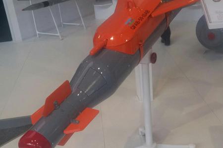 Azərbaycan istehsalı olan süzən aviasiya bombası nümayiş olunub (FOTO)