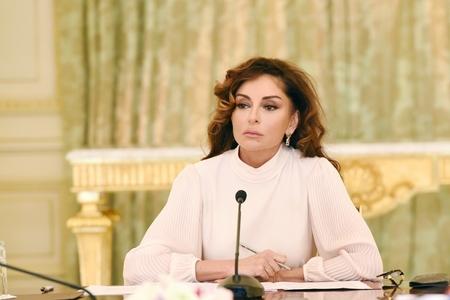 Azərbaycanın Birinci vitse-prezidenti xalq rəssamı Tahir Salahovu təbrik edib