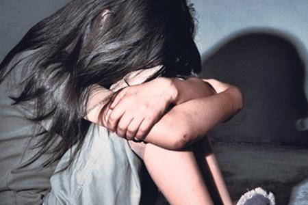 AZƏRBAYCANDA İYRƏNC ƏMƏL: ana 14 yaşlı qızının seks videolarını çəkib