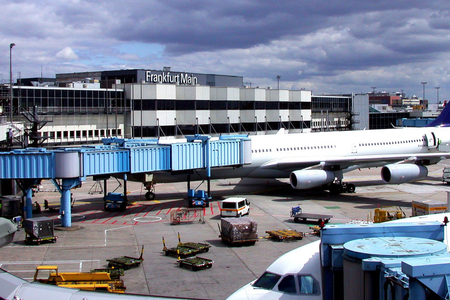 PUA Frankfurt hava limanının işini dayandırdı