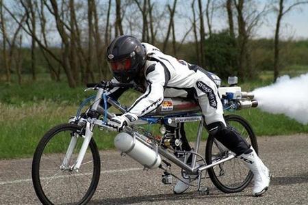 Yeni dünya rekorduna hazırlaşan velosipedçi məşqdə ölüb