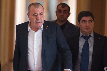 """Manvel Qriqoryan ordu üçün ayrılan humanitar yardımı da """"yeyibmiş"""""""