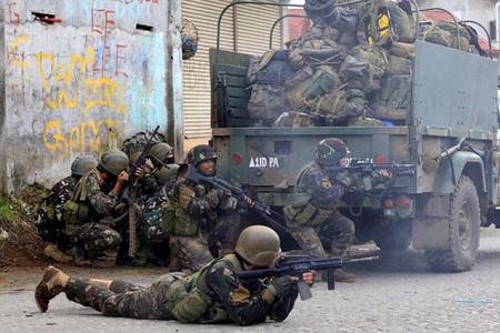 Filippində İŞİD-i dəstəkləyən silahlılarla döyüşlər davam edir: 42 ölü
