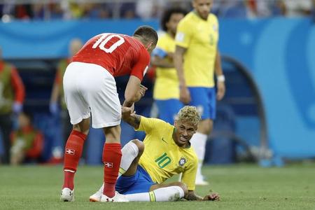 Neymar 1998-ci ildən bəri bir oyunda ən çox qayda pozuntusuna məruz qalan futbolçu olub