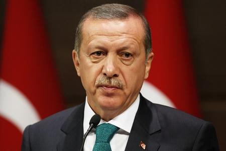 Türkiyə Prezidenti Münbiçdəki terrorçulara xərəbdarlıq edib
