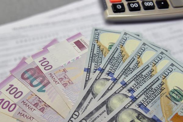Monopolistlər iqtidarın siyasətinə qarşı: niyə dollar ucuzlaşdı, qiymətlər yox?