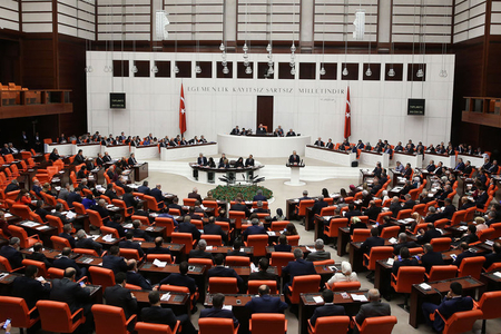 Türkiyə parlamenti fövqəladə vəziyyət rejimini daha üç ay müddətinə uzadıb