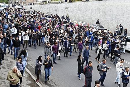 Ermənistanda etiraz aksiyalarında iştirak edən 83 nəfər tutulub