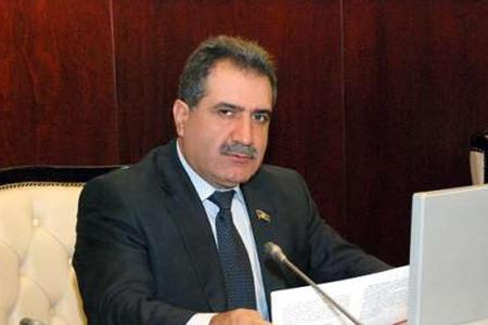 Fərəc Quliyev Milli Məclisdə azərbaycan dilinin müdafiəsinə qalxdı.