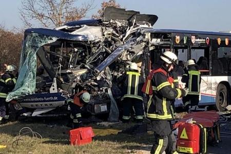Sərnişin avtobusları üz-üzə toqquşdu: 40 yaralı