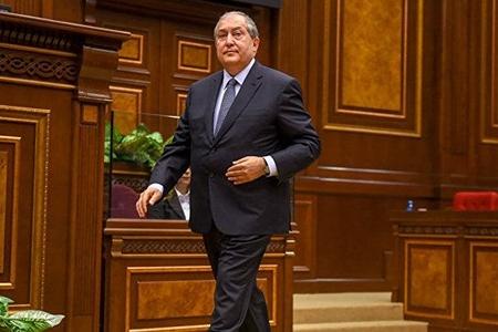 Ermənistan prezidenti aparıcını özünə köməkçi təyin edib