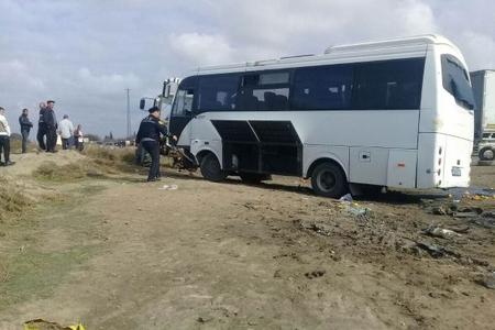 Sumqayıtda avtobusla yük maşını toqquşub, 2 nəfər ölüb, 15 yaralı var- YENİLƏNİB - SİYAHI