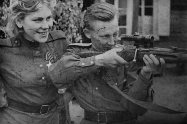 Sovet ordusunun ilk qadın snayperi və ya 20 yaşlı