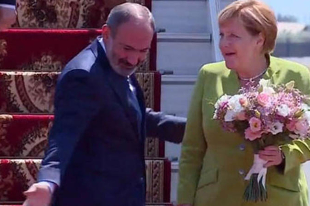 Merkel İrəvandadır - FOTO