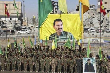 """İŞİD-dən alınan Raqqada Öcalanın portreti asılıb, ABŞ rəsmisi izahat verib: """"SDG ilə çalışırıq…"""""""