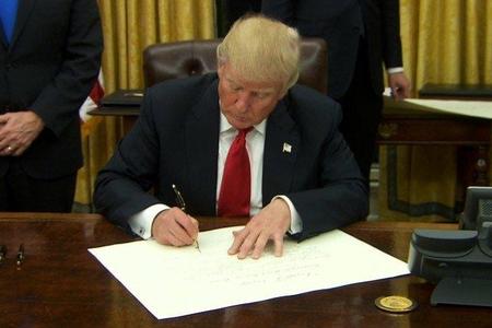 Tramp bir sıra ölkəyə qarşı birtərəfli iqtisadi sanksiyalara dair sərəncam imzalayıb