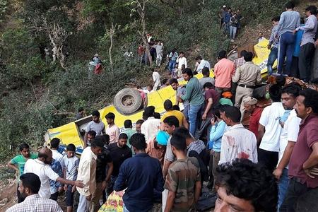 Hindistanda avtobusun dərəyə aşması nəticəsində 33 nəfər ölüb