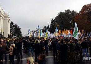 Mixail Saakaşvili Ukrayna Ali Radasının binası yaxınlığındakı mitinqə gəlib