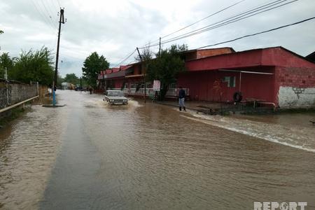 Şirvanda güclü yağış nəticəsində bir sıra küçələr su altında qalıb