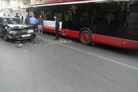 """""""Bakubus"""" avtobusu qəzaya düşdü"""