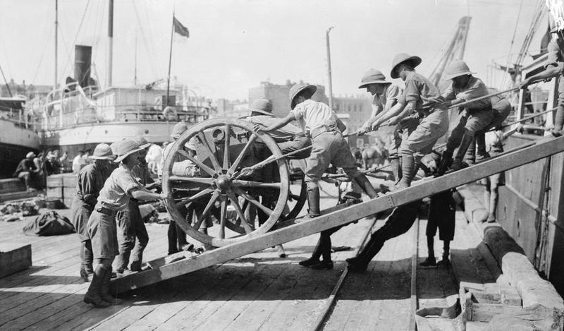 Arrival_of_the_first_British_guns._Baku._1918.jpg (84 KB)