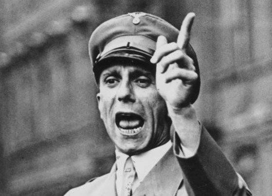 Bundesarchiv_Bild_102-17049,_Joseph_Goebbels_spricht.jpg (75 KB)