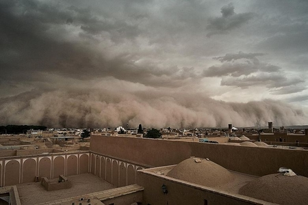 İranda qum fırtınası əsib, zərərçəkənlər var