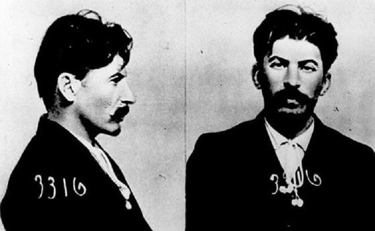 1551725395_mugshot-of-joseph-stalin-held-by-okharna-the-tsarist-secret-police-1911.jpg (94 KB)