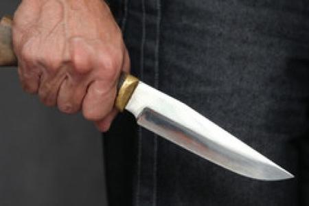 Küçədə sataşdılar, bıçaqladı...