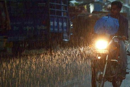 Hindistanda güclü leysan yağışlarından 30 nəfər ölüb