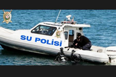 Polislər dənizdə aşan qayıqdan suya düşüb batanları xilas etdilər