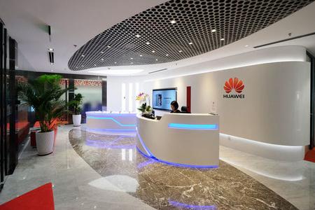 """""""Huawei"""" ixtisarlara başladı - Yüzlərlə insan işsiz qalacaq"""