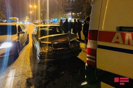 Bakıda təcili yardım avtomobili qəzaya uğrayıb - FOTO