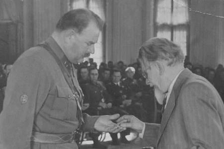 Bakıda restoran işlədirdi, Qoridə həbs olundu, Moskvada general oldu