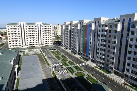 Prezident İlham Əliyev Pirallahıda məcburi köçkünlər üçün salınan yeni yaşayış kompleksinin açılışında iştirak edib