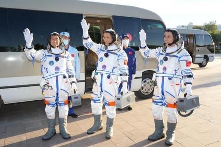 """Çinin """"Şencou-12"""" kosmik gəmisini orbitə qaldıran raketdaşıycının buraxılışı olub"""