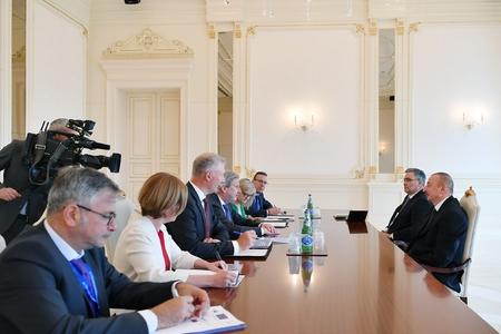 Prezident İlham Əliyev Avropa İttifaqı komissarını qəbul edib