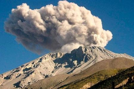 Perudakı Ubinas vulkanının püskürməsi ilə əlaqədar 1000-dən çox sakin təxliyə edilib