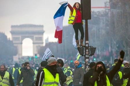 Parisdə etiraz aksiyasının 30 üzvü saxlanılıb