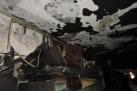 Yanan yataqxananın sakinləri köçürülmələrini tələb edirlər - Fotolar