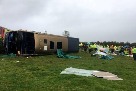 Avtobusun aşması nəticəsində xəsarət alanların sayı 37 nəfərə çatıb - YENİLƏNİB