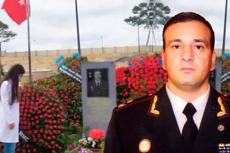 Polad Həşimovun qızından atasının məzarı başında duyğulandıran addım - FOTO