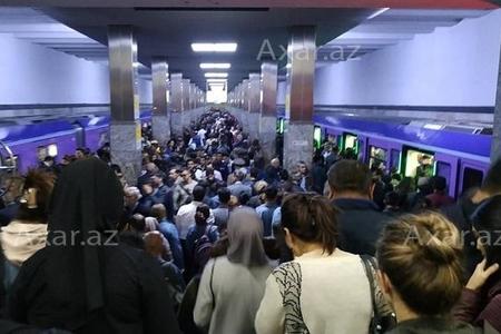 Metroda inanılmaz sıxlıq yaşanır: qatarlar niyə gecikir?